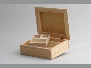Sewing box raised lid. REF.1801