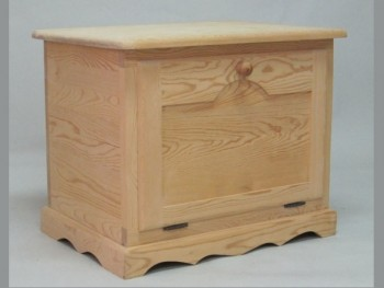 Wooden trunk with front lid and shelf REF.2301