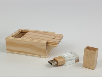 Pack PenDrive Cristal + Caja Natural P1002 Ref.Pack1002CH5