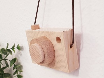 Cámara de fotos madera natural Ref.CA2020