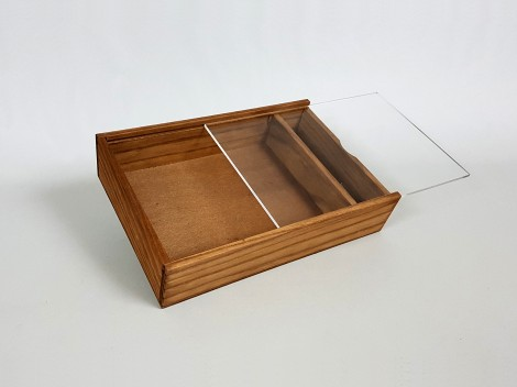 Photographers box aged with Methacrylate Cap Ref.P1454DTM