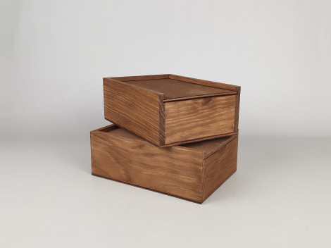 Aged pine wood box 17.5x12.5x6.5 with Sliding lid Ref.PF1015T