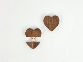 PenDrive de madera Oscura Corazón con imán Ref.USBCH7
