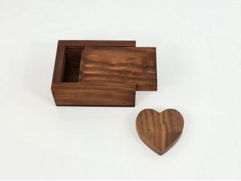 Pack PenDrive Corazón Oscuro + Caja EnvejecidaP1003