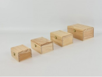 Wooden box with ruffled lid in various sizes