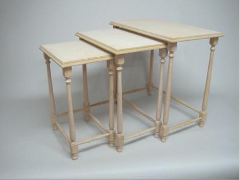 Set of 3 nesting tables. REF.1375