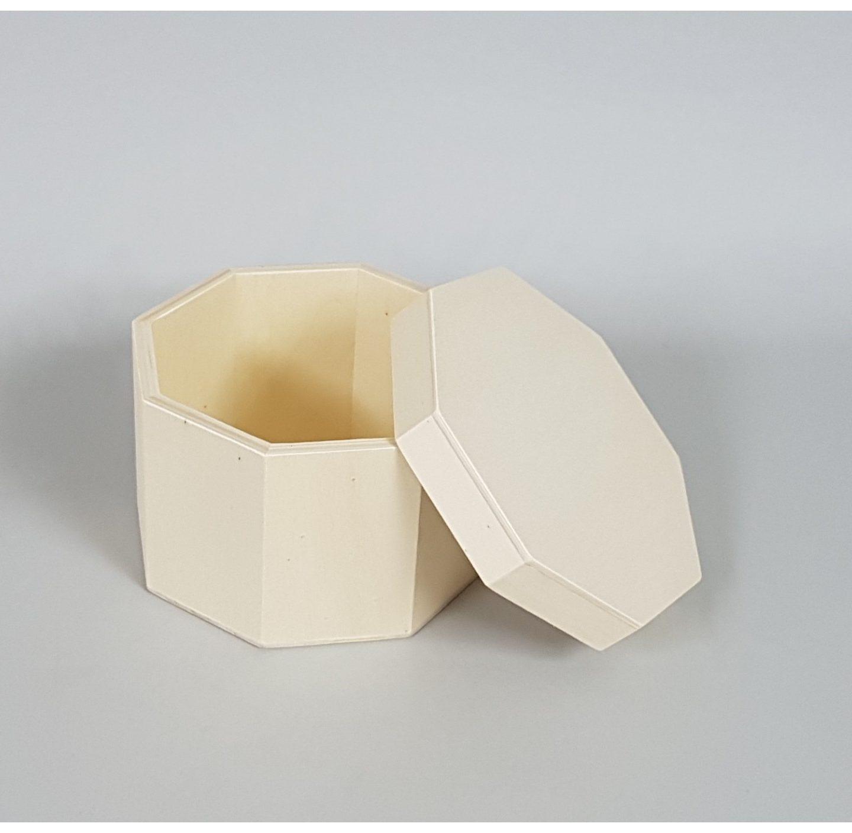 Cajas redondas y otras cajas de madera para sorprender