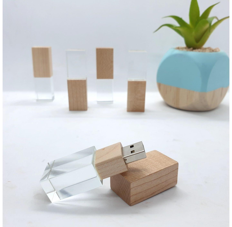 Un regalo especial: pendrive de madera y cristal
