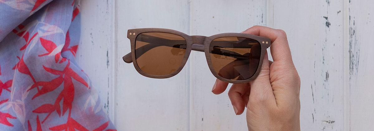 Gafas de sol con montura de madera