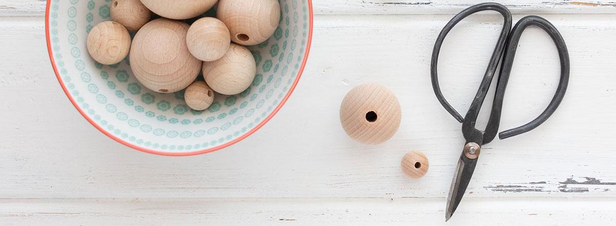 DIY llavero con bolas de madera natural