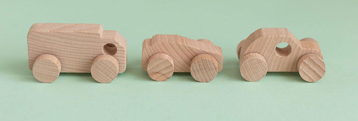 Nuevos coches de madera para niños