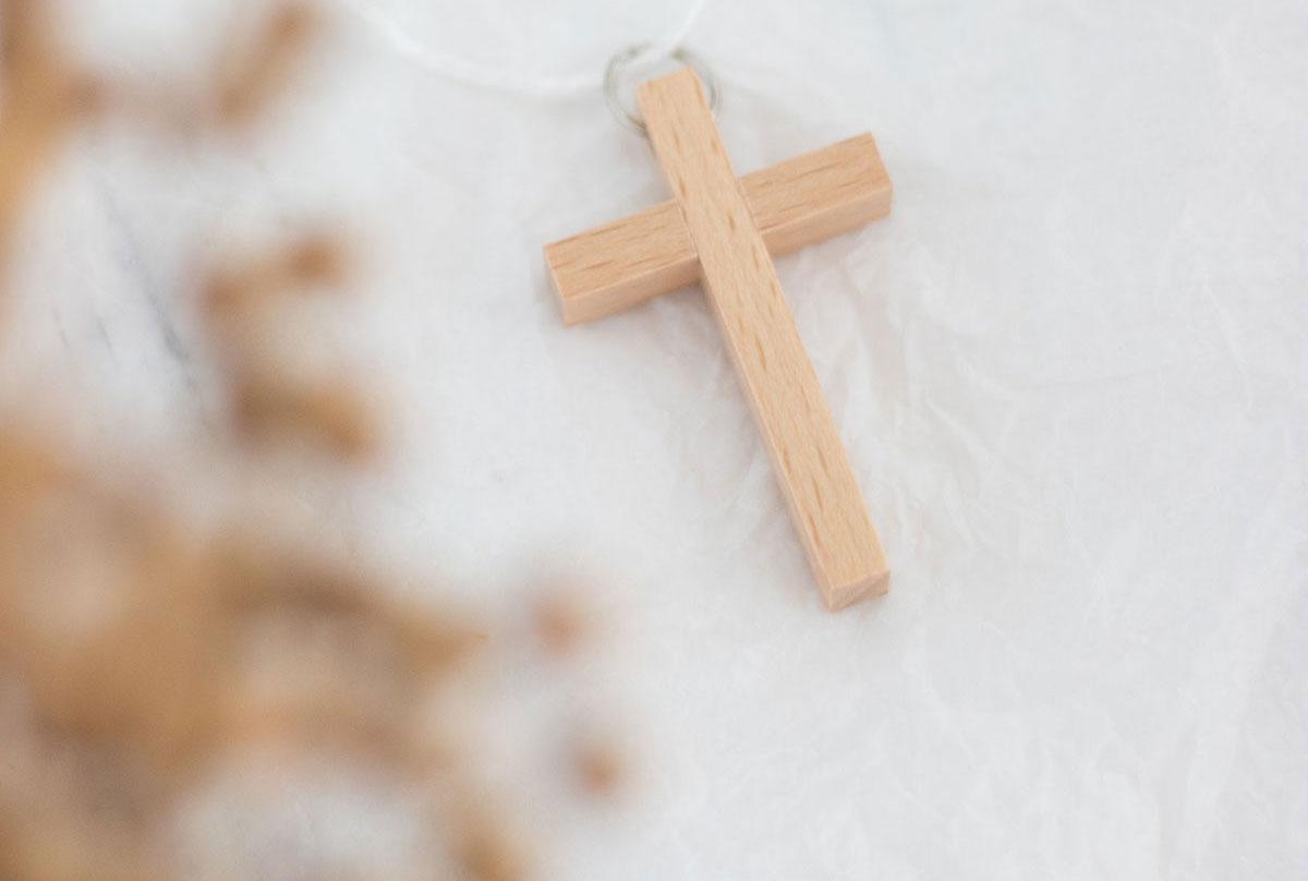 Preparando las comuniones con complementos de madera