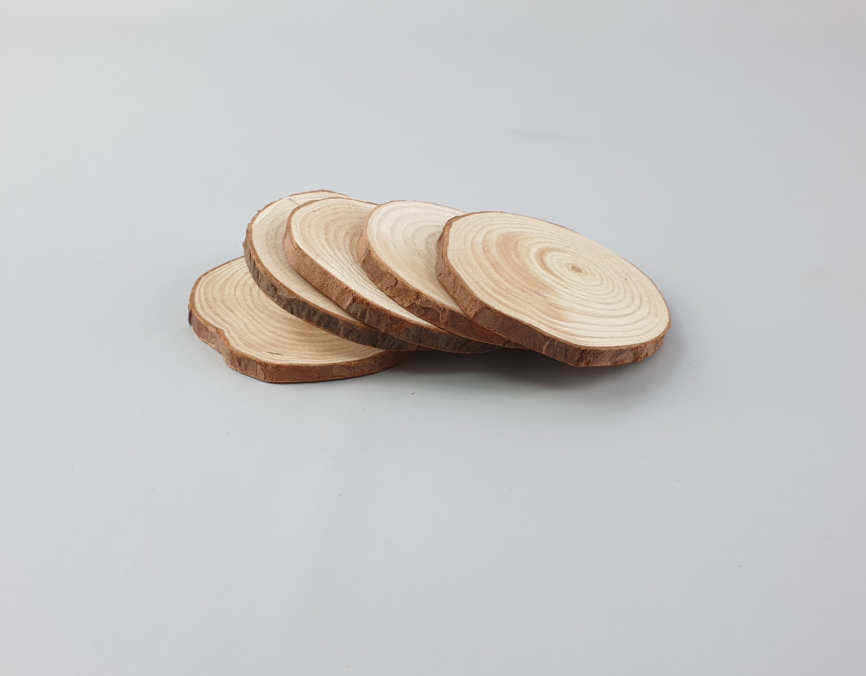 Slices of wood Ø3 - 5 cm. 5 pcs Ref.R780
