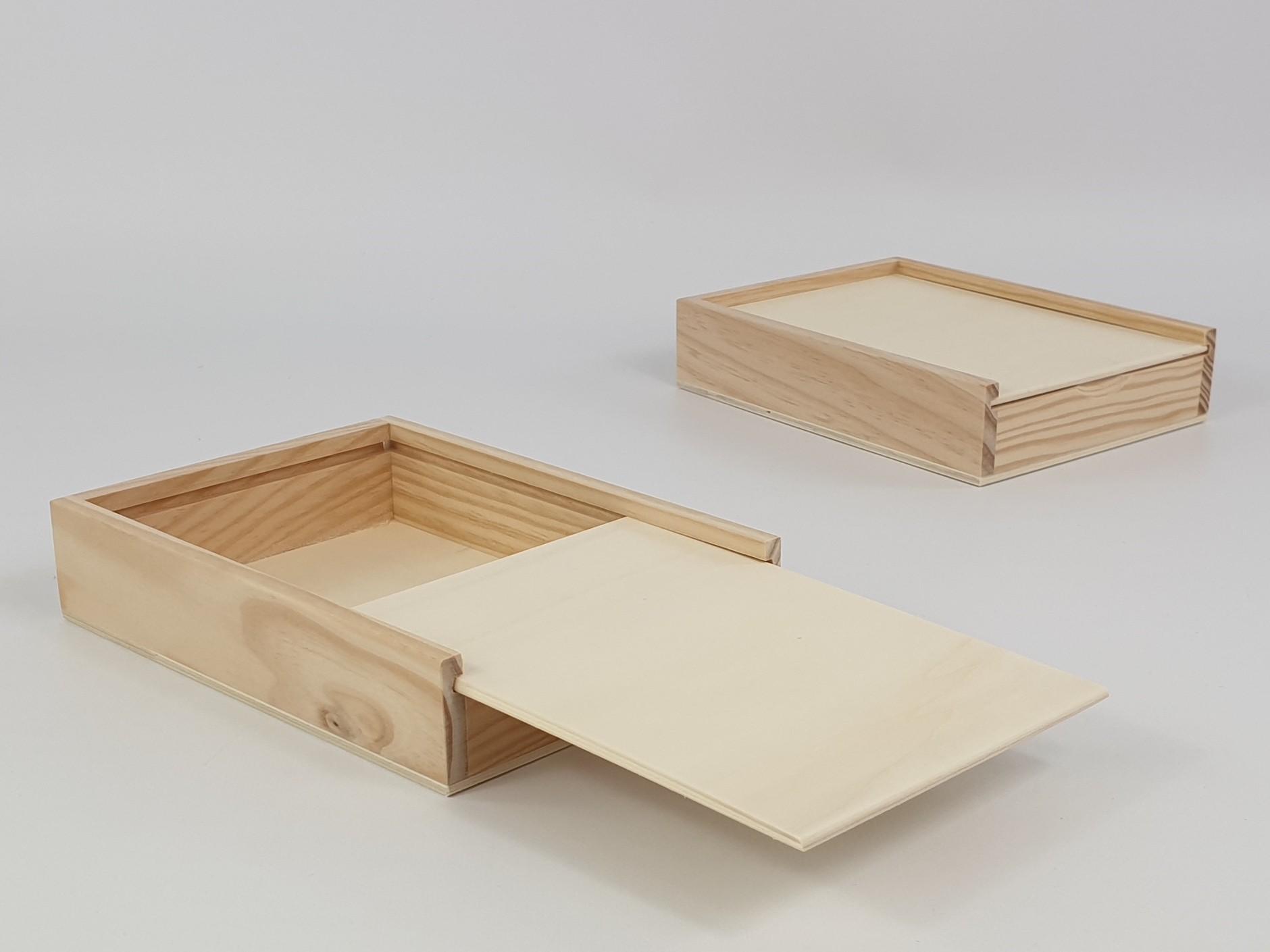 Pine wood box 20x15x3.5 cm. with Sliding Lid Ref.PC6P7B