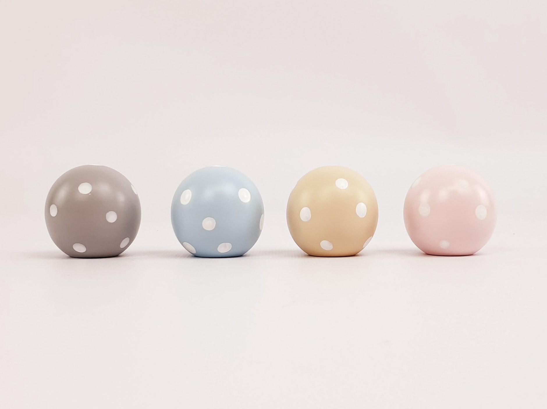 Tiradores infantiles Bola Color 4 cm. Lunares Blancos