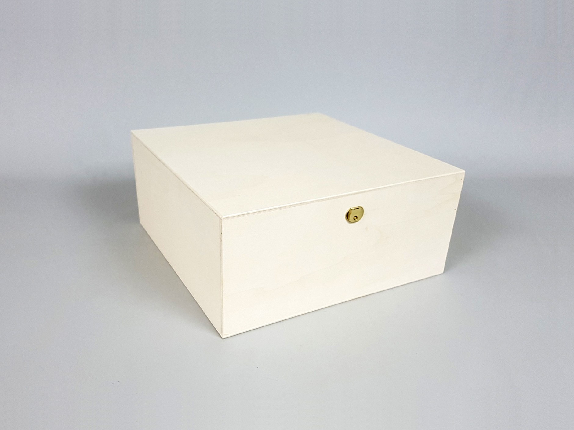 Wooden box 33x33x15 cm. with hinge and clasp Ref.P53C54