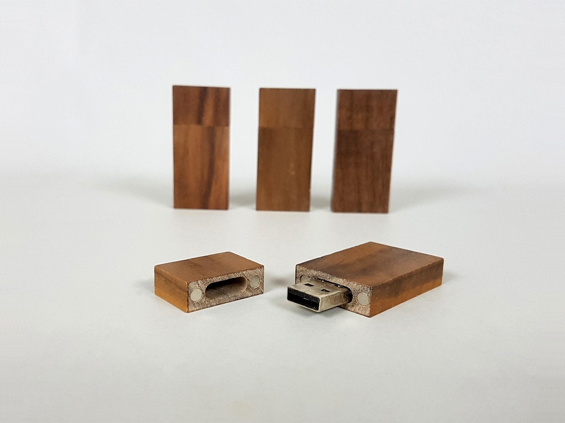PenDrive de madera Oscura con imán Ref.USBCH3