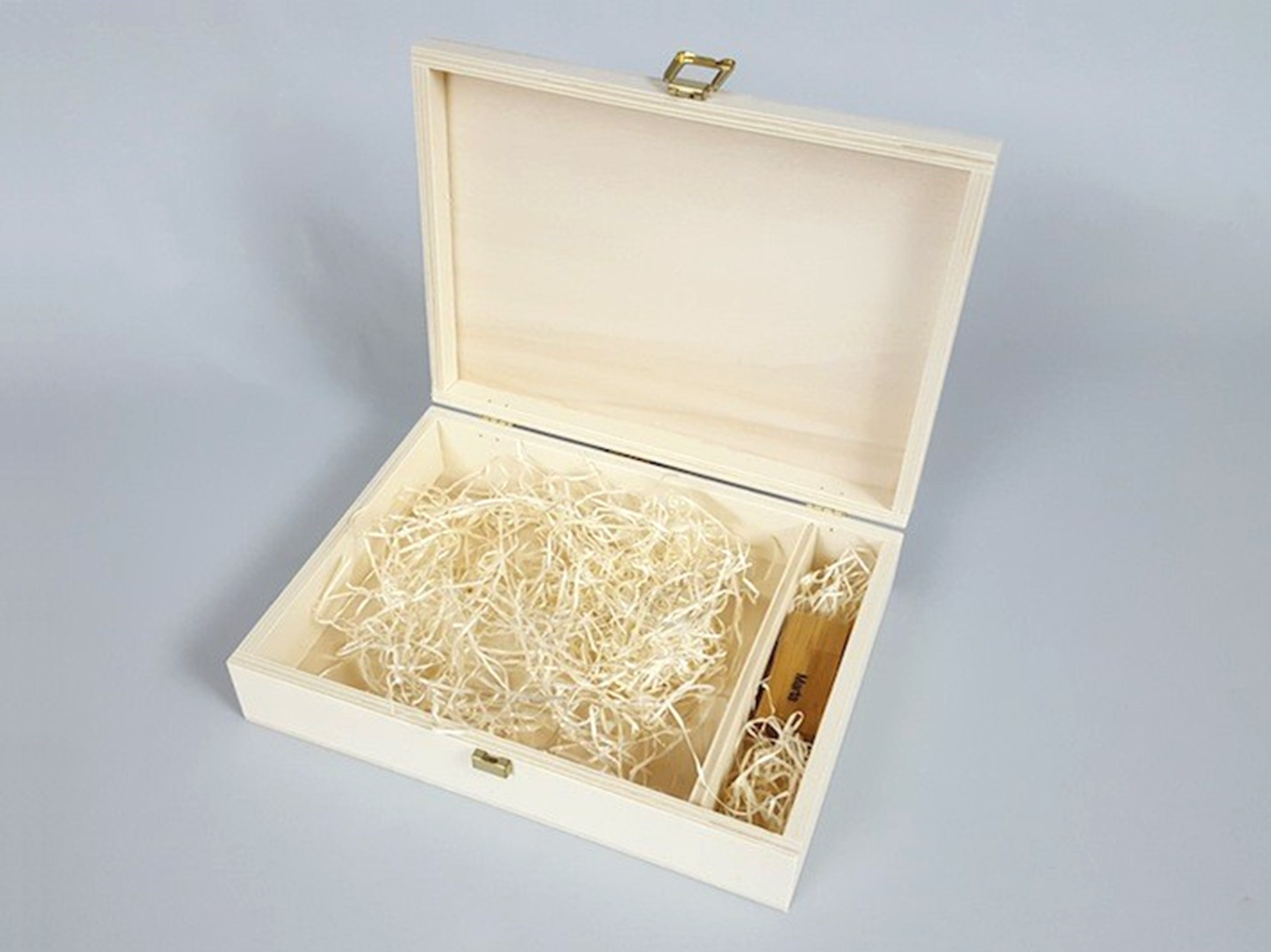 Wooden box 26x19x6 cm. with clasp and division Ref.P1454C6F